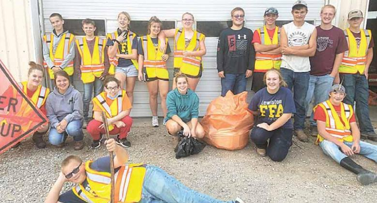 Lewiston FFA trash pickup